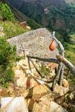 Kabin bland bergen i Mesa de los Santos, Colombia royaltyfri fotografi