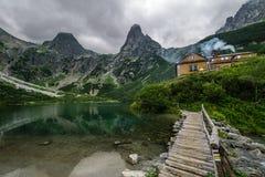 Kabin i bergen Fotografering för Bildbyråer
