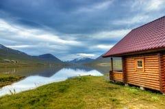 Kabine auf einem See Stockfotografie