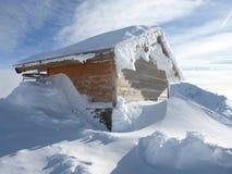 Kabine auf Schnee Stockfoto
