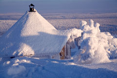 Kabine auf Winterlandschaft Stockfotografie