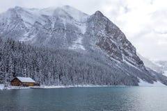Kabine bei Lake Louise in Nationalpark Banffs stockbilder