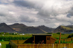 Kabine in einem Campingplatz in Hofn, Island lizenzfreie stockfotografie