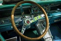 Kabine eines Größengleichautos Pontiac Bonneville, 1963 Stockbild