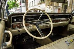 Kabine eines Größengleichluxusautos Buick Electra 225 Limited, 1967 Stockbilder