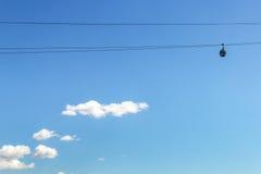 Kabine von Nischni Nowgorod Kabelbahn auf dem Hintergrund des Weiß Lizenzfreie Stockfotografie