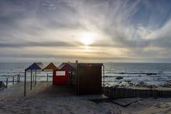 Kabinen-Hütte am Strand stockfoto