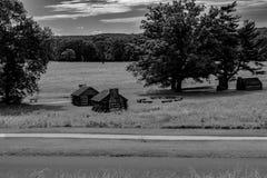 Kabinen sitzen entlang einem Abhang an der Tal-Schmiede lizenzfreies stockbild