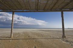 Kabinendach über Strand Stockfotografie