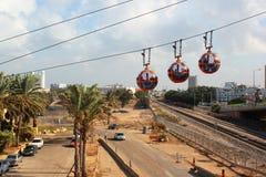 Kabiner av kabelbilen till överkanten av Carmel Mountain, Haifa, Israel Arkivfoton