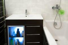 Kabinett im Badezimmer lizenzfreie stockfotografie