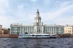 Kabinett Kuriositäten St Petersburg stockfotos