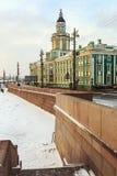 Kabinett Kuriositäten in St Petersburg an der Dämmerung im Winter Stockfotografie