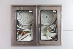 Kabinetten voor brandblusapparaten Royalty-vrije Stock Foto's