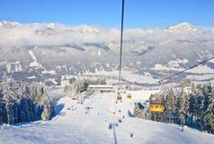 Kabinskidlift den Österrike semesterorten schladming skidar _ Royaltyfri Fotografi