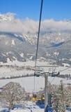 Kabinskidlift den Österrike semesterorten schladming skidar _ Arkivfoto