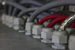 Kablar av den invecklade apparaten Arkivbild