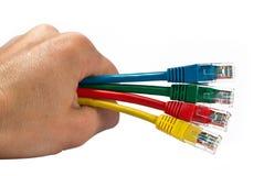 kablar färgade hand som fyra rymmer det mång- nätverket Arkivfoton
