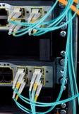 kablar förband den optiska strömbrytaren för fiber till Arkivfoto