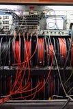 Kable i pulpit operatora telewizji transmisja przewożą samochodem obrazy royalty free