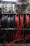 Kable i pulpit operatora telewizji transmisja przewożą samochodem fotografia stock
