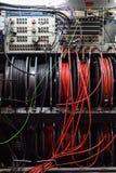 Kable i pulpit operatora telewizji transmisja przewożą samochodem zdjęcie stock