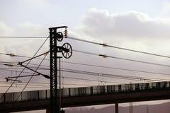 kabli elektryczny słupa kolei wierza pociąg Zdjęcia Royalty Free