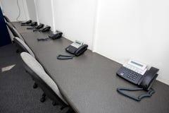 Kabli naziemnych krzesła w telewizyjnej staci i telefony Obrazy Stock