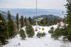 Kablowy dźwignięcie i Niedalekie góry w zimie w Pakistan Fotografia Stock