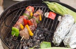 Kabobs говядины и овоща на гриле Стоковая Фотография