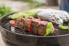 Kabobs говядины и овоща на гриле Стоковые Изображения