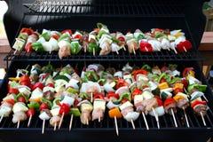 Kabobs bij de grill Stock Fotografie