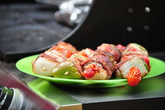Kabobs chauds d'une plaque Photo stock