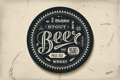 Kabotażowiec dla piwa z ręka rysującym literowaniem Fotografia Stock
