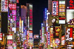 Kabuki-cho, Shinjuku, Tokio, Japón Imágenes de archivo libres de regalías
