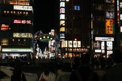 Kabukicho alla notte ammucchiata con il cliente Immagine Stock