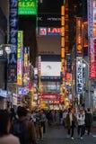 Kabukicho Shinjuku Tokio Japonia, przygotowywa dla Japonia 2020 olimpijskiego zdjęcia stock