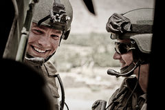 Kabul, Afeganistão - 14 de março de 2011 Legionários antes de voar em um helicóptero durante a operação de combate Fotos de Stock