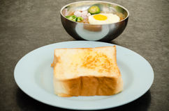 Kacang pool. Cooked pool nut with fried egg served to eat with bread Stock Photography