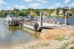 Kachalino, Russland - 10. Juli 2016: Setzen Sie über dem Fluss Don im Dorf Trehostrovskaya in der Wolgograd-Region, Russland über Lizenzfreies Stockfoto