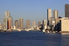 Kachidoki桥梁和Sumida河在东京,日本 免版税图库摄影