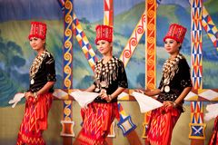 Kachin民间舞 免版税库存照片