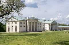 Kacina, palazzo storico di stile dell'impero nella regione di quintale della repubblica Ceca, della proprietà nazionale, della pi fotografia stock libera da diritti
