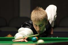 """Kacper Filipiak van Polen speelt snooker tijdens de toernooien""""victoria Bulgarije open† van de Wereldsnooker in Sofia Royalty-vrije Stock Fotografie"""