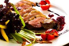 Kaczka piec z warzywami i ziele Obraz Stock