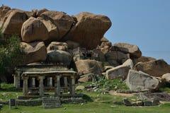 Kadalekalu Ganesha tempel som har en enorm staty 4 6 mts höjd sned ut ur en enkel stenblock, Hampi, Indien Arkivbild
