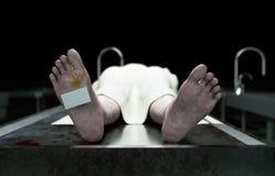 Kadaver död manlig kropp i bårhus på ståltabellen lik Obduktionbegrepp framförande 3d Royaltyfri Fotografi