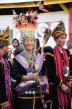Kadazandusun Bobohizan o alta sacerdotessa, Sabah, Borneo Immagine Stock