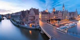 Kade Graslei in de ochtend, de stad van Gent, België stock afbeelding