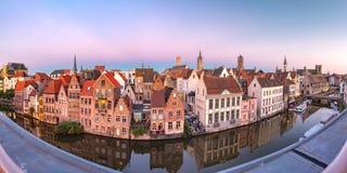 Kade Graslei in de ochtend, de stad van Gent, België royalty-vrije stock afbeelding